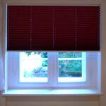 Verdunkelung Kinderzimmer Kinderzimmer Verdunkelung Kinderzimmer Projekt Durchschlafen Mit Plissees Im Fenster Sofa Regal Weiß Regale