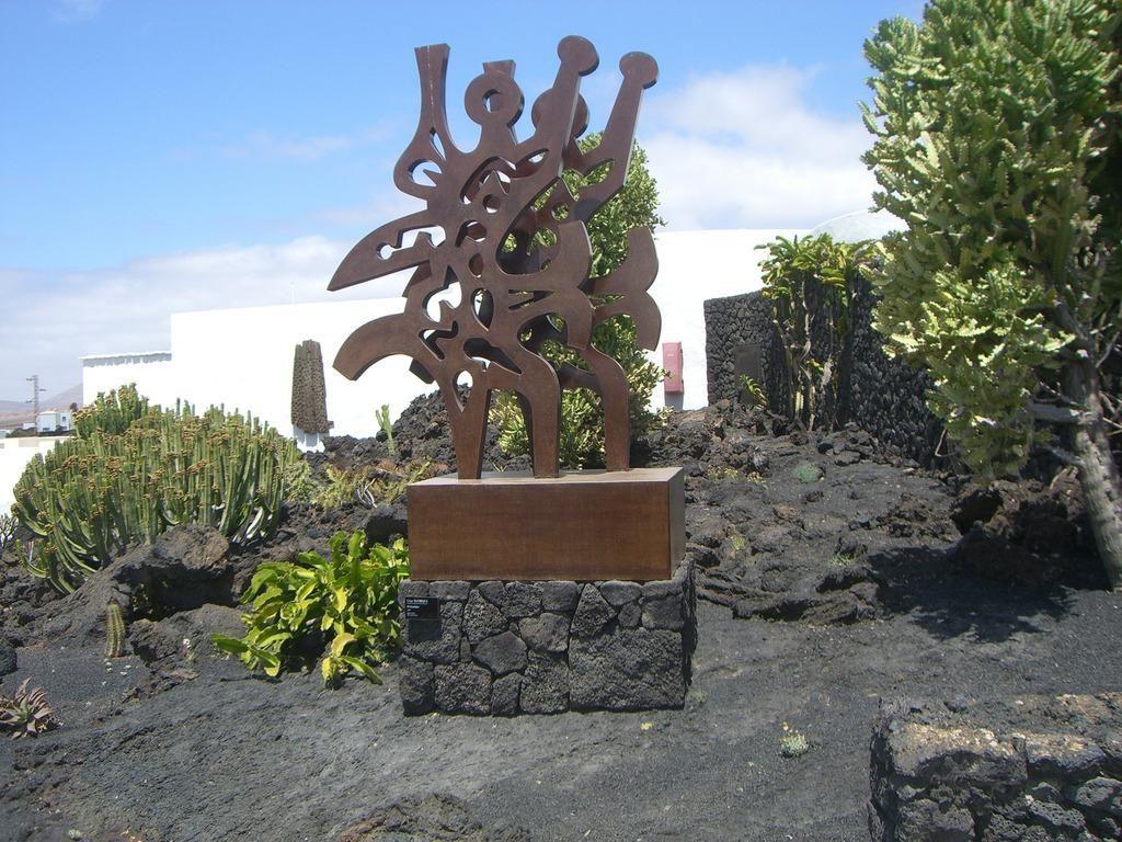 Full Size of Skulptur Garten Bild Im Zu Fundacion Cesar Manrique In Tahiche Eckbank Led Spot Relaxsessel Kinderschaukel Lounge Möbel Zeitschrift Essgruppe Trennwand Wohnzimmer Skulptur Garten