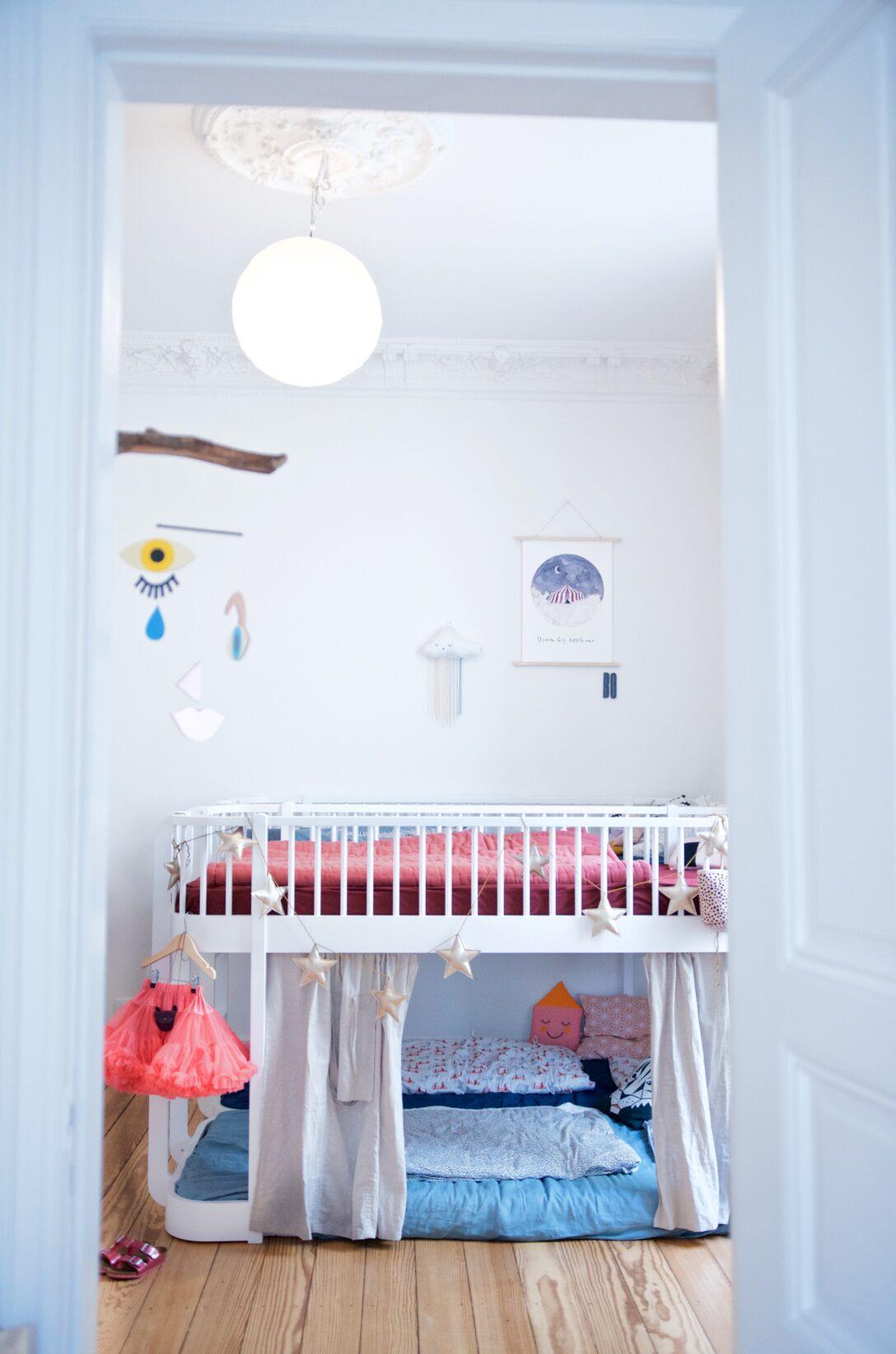Large Size of Ein Kunterbuntes Kinderzimmer Mit Ecken Fr Alle Bedrfnisse Regal Weiß Regale Sofa Kinderzimmer Hochbett Kinderzimmer