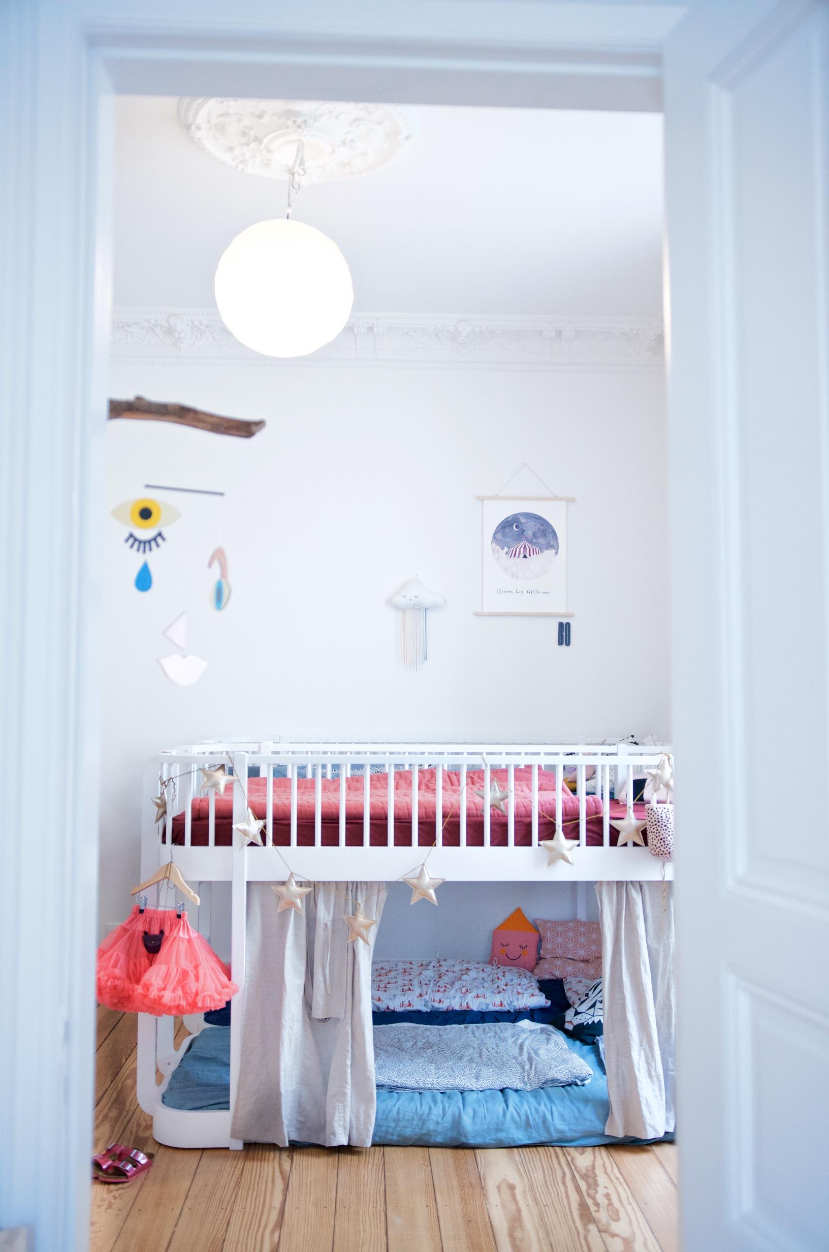Full Size of Ein Kunterbuntes Kinderzimmer Mit Ecken Fr Alle Bedrfnisse Regal Weiß Regale Sofa Kinderzimmer Hochbett Kinderzimmer