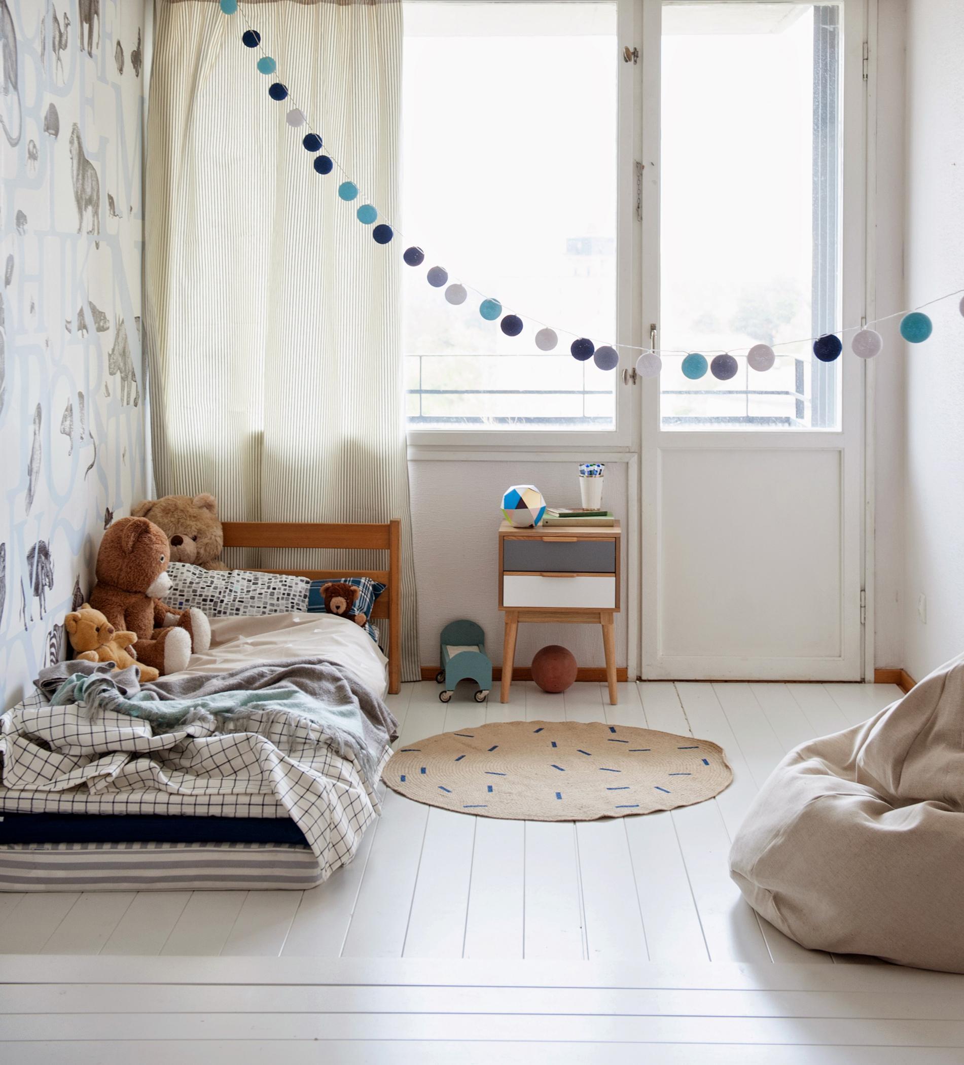 Full Size of Nachttisch Kinderzimmer Minimalistisches Teppich Regal Weiß Regale Sofa Kinderzimmer Nachttisch Kinderzimmer
