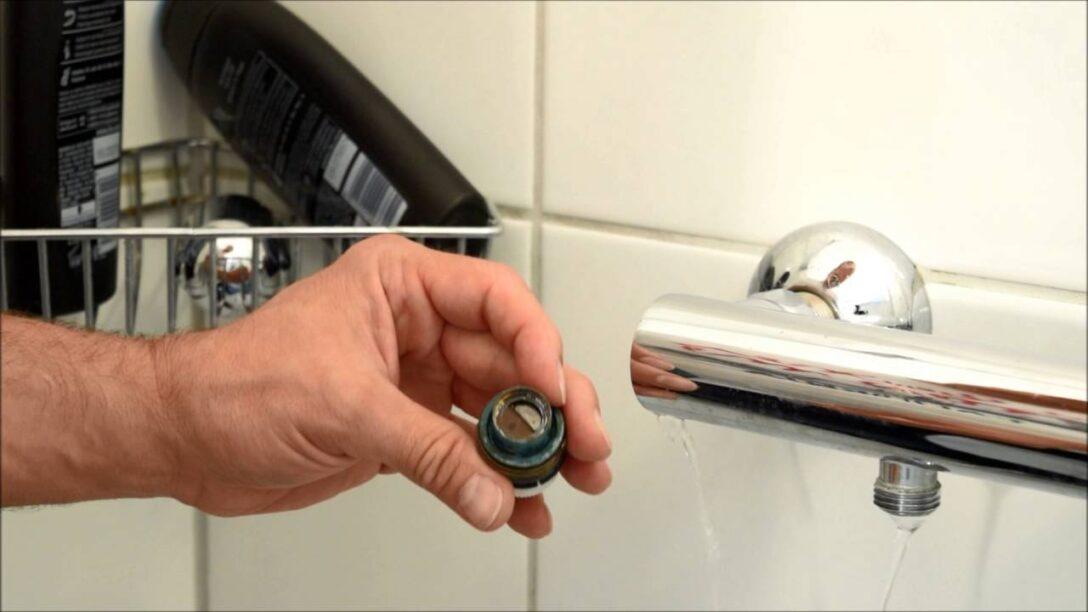 Large Size of Thermostat Dusche An Einer Tropfenden Mischbatterie In Der Kaufen Glastrennwand Bodengleiche Einbauen Rainshower Antirutschmatte Komplett Set Unterputz Armatur Dusche Thermostat Dusche