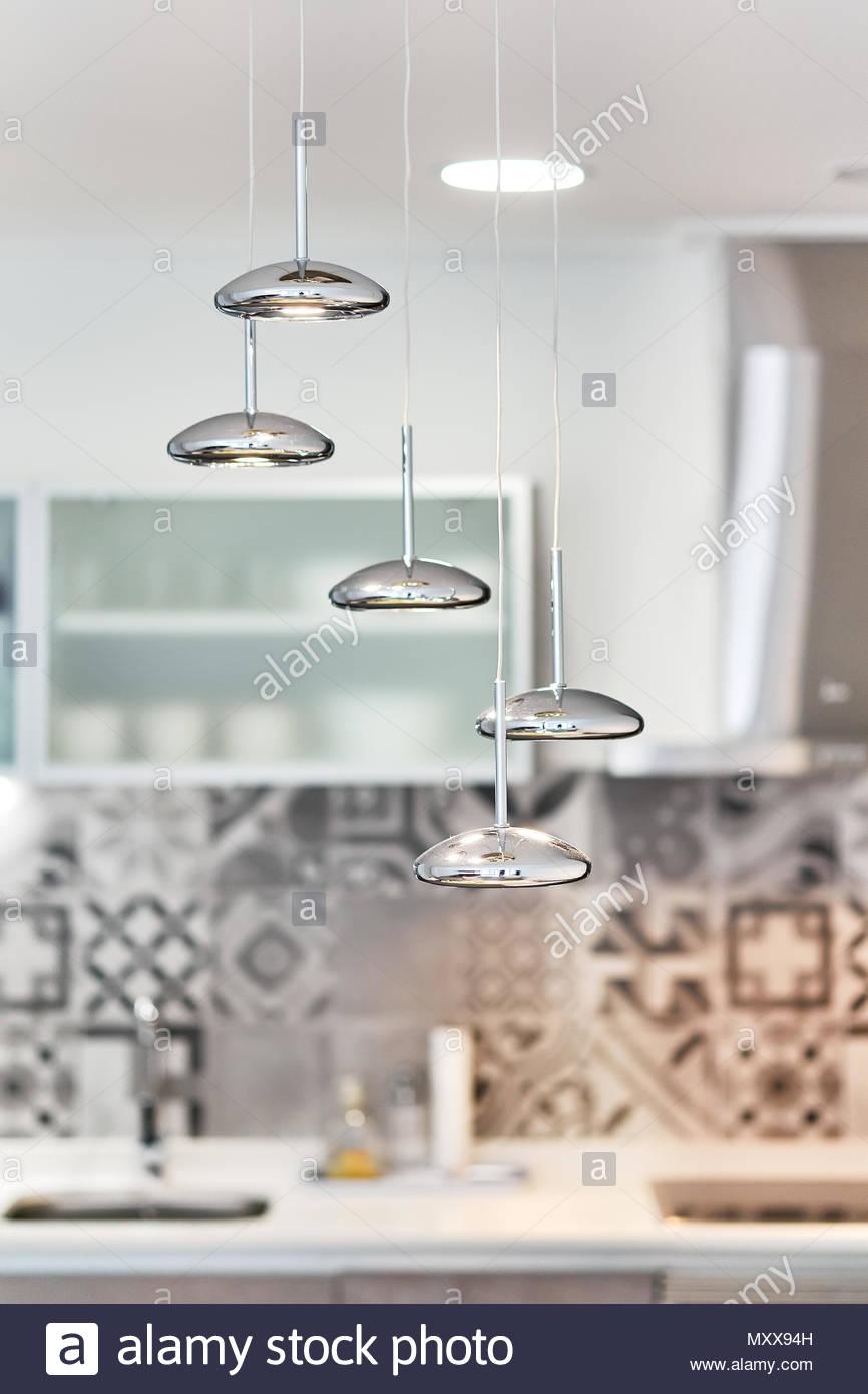Full Size of Moderne Silber Lampe Auf Eine Kche Griffe Küche Billig Kaufen Wohnzimmer Stehlampe Modulküche Rückwand Glas Kinder Spielküche Bogenlampe Esstisch Wohnzimmer Lampe Küche