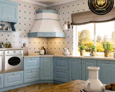 Küche Landhausstil Wohnzimmer Küche Landhausstil Romantische Retro Kche Landhauskche Estel Hellblau Mit Komplette Rückwand Glas Jalousieschrank Kleiner Tisch Industrielook Wanduhr