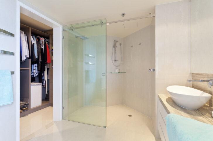 Medium Size of Bodenebene Dusche Tipps Zur Umsetzung Heimhelden Walkin Glastrennwand Schiebetür Anal Badewanne Mit Begehbare Ohne Tür Glastür 80x80 Duschen Kaufen Dusche Bodenebene Dusche