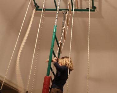 Klettergerüst Indoor Wohnzimmer Klettergerüst Indoor Lieblingsspielzeug Klettergerst Von Guten Eltern Garten