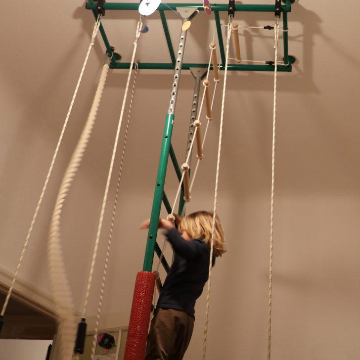 Medium Size of Klettergerüst Indoor Lieblingsspielzeug Klettergerst Von Guten Eltern Garten Wohnzimmer Klettergerüst Indoor