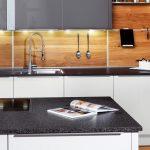 Küche Arbeitsplatte Vorhänge Wasserhähne Unterschrank Sockelblende Weiße Tapete Ohne Geräte L Mit E Geräten Laminat Für Oberschrank Fliesenspiegel Wohnzimmer Fliesenspiegel Küche Modern