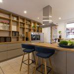 Küchen Wandregal Moderne Kche Fr Kochevents Mit Groem Offenen Ihr Bad Küche Regal Landhaus Wohnzimmer Küchen Wandregal