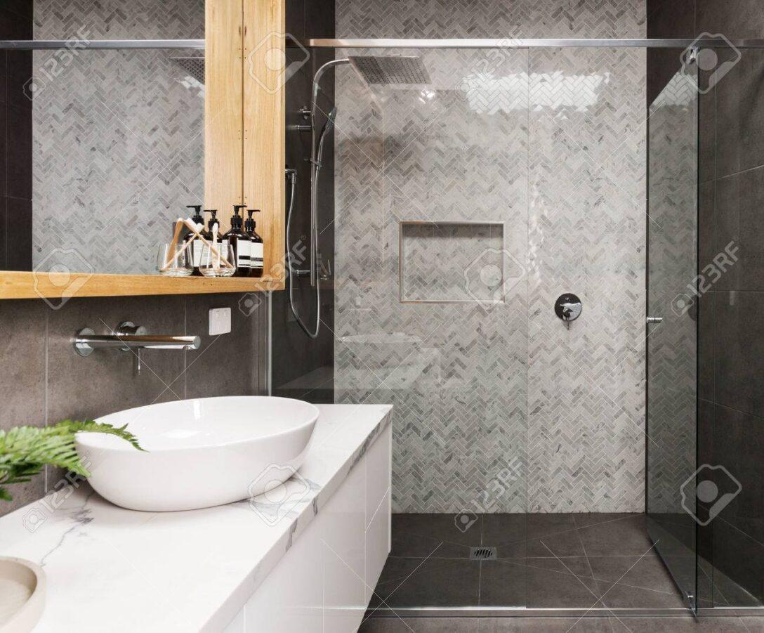 Large Size of Duschen Gemauert Dusche Ohne Fliesen Kleine Marmor Mosaik Fischgrt Geflieste Feature Wand In Einem Esstische Schulte Werksverkauf Sprinz Bett Hüppe Dusche Moderne Duschen