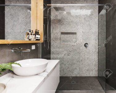 Moderne Duschen Dusche Duschen Gemauert Dusche Ohne Fliesen Kleine Marmor Mosaik Fischgrt Geflieste Feature Wand In Einem Esstische Schulte Werksverkauf Sprinz Bett Hüppe