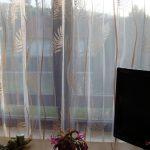 Gardinen Wohnzimmer Kurz Wohnzimmer Feinen Gardinen Mit Muster Als Effektvolle Fensterdekoration Fototapete Wohnzimmer Kamin Lampe Deckenlampen Modern Relaxliege Vorhang Led Beleuchtung