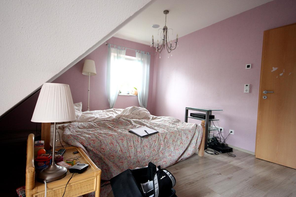 Full Size of Schlafzimmer Gestalten Regal Rauch Wiemann Kommoden Komplettes Klimagerät Für Deckenleuchte Modern Lampe Teppich Bad Neu Loddenkemper Komplett Guenstig Wohnzimmer Schlafzimmer Gestalten