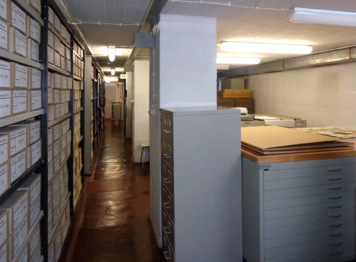 Medium Size of Regale Keller Hamburg Holz Für Nach Maß Günstige Günstig Schmale String Meta Schäfer Amazon Weiße Metall Regal Regale Keller