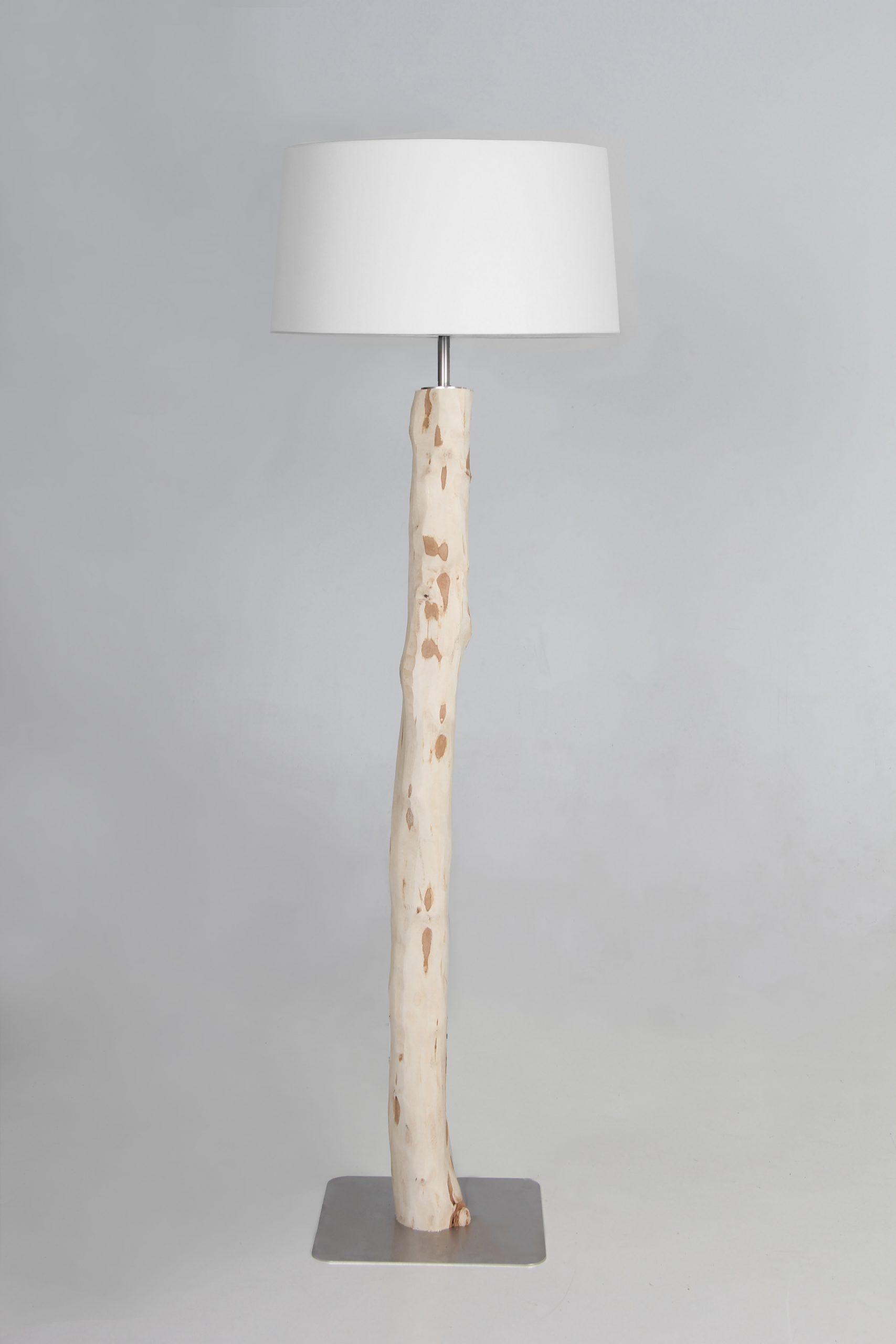 Full Size of Stehlampe Holz Lampen Stehleuchte Mit Stamm 160 Cm Wohnzimmer Schlafzimmer Komplett Massivholz Esstisch Ausziehbar Holzküche Sichtschutz Garten Esstische Wohnzimmer Stehlampe Holz