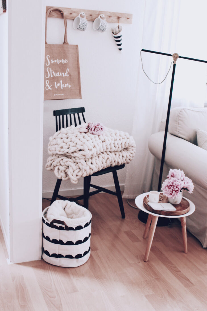 Medium Size of Wohnzimmer Dekoration Ein Paar Tipps Zur Wandgestaltung Decke Großes Bild Decken Tapete Hängelampe Vitrine Weiß Vorhänge Stehlampe Relaxliege Hängeleuchte Wohnzimmer Wohnzimmer Dekorieren