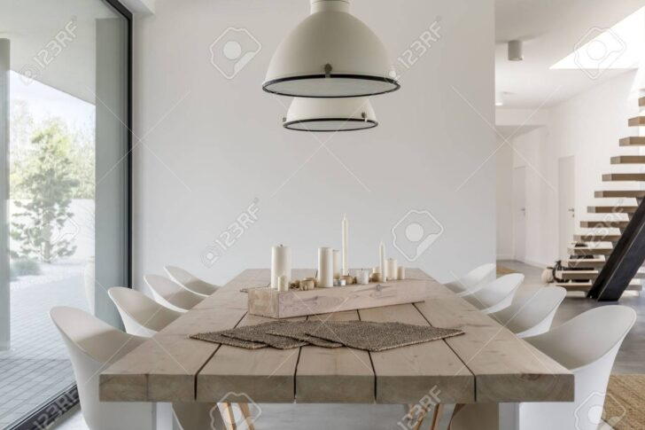 Medium Size of Zimmer Mit Esstisch Aus Holz Vintage Set Günstig Esstische Betonplatte Altholz Massiv Sofa Lampe Rund Klein Für Weiß Ausziehbar 4 Stühlen Lampen Esstische Weißer Esstisch