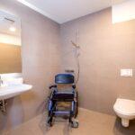 Behindertengerechte Apartments Carat Residenz Schiebetür Dusche Antirutschmatte 90x90 Einbauen Begehbare Siphon Hüppe Duschen Badewanne Mit Raindance Kaufen Dusche Behindertengerechte Dusche