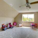Teppichboden Kinderzimmer Kinderzimmer Mit Spielzeug Room Hat Und Sofa Regal Weiß Regale
