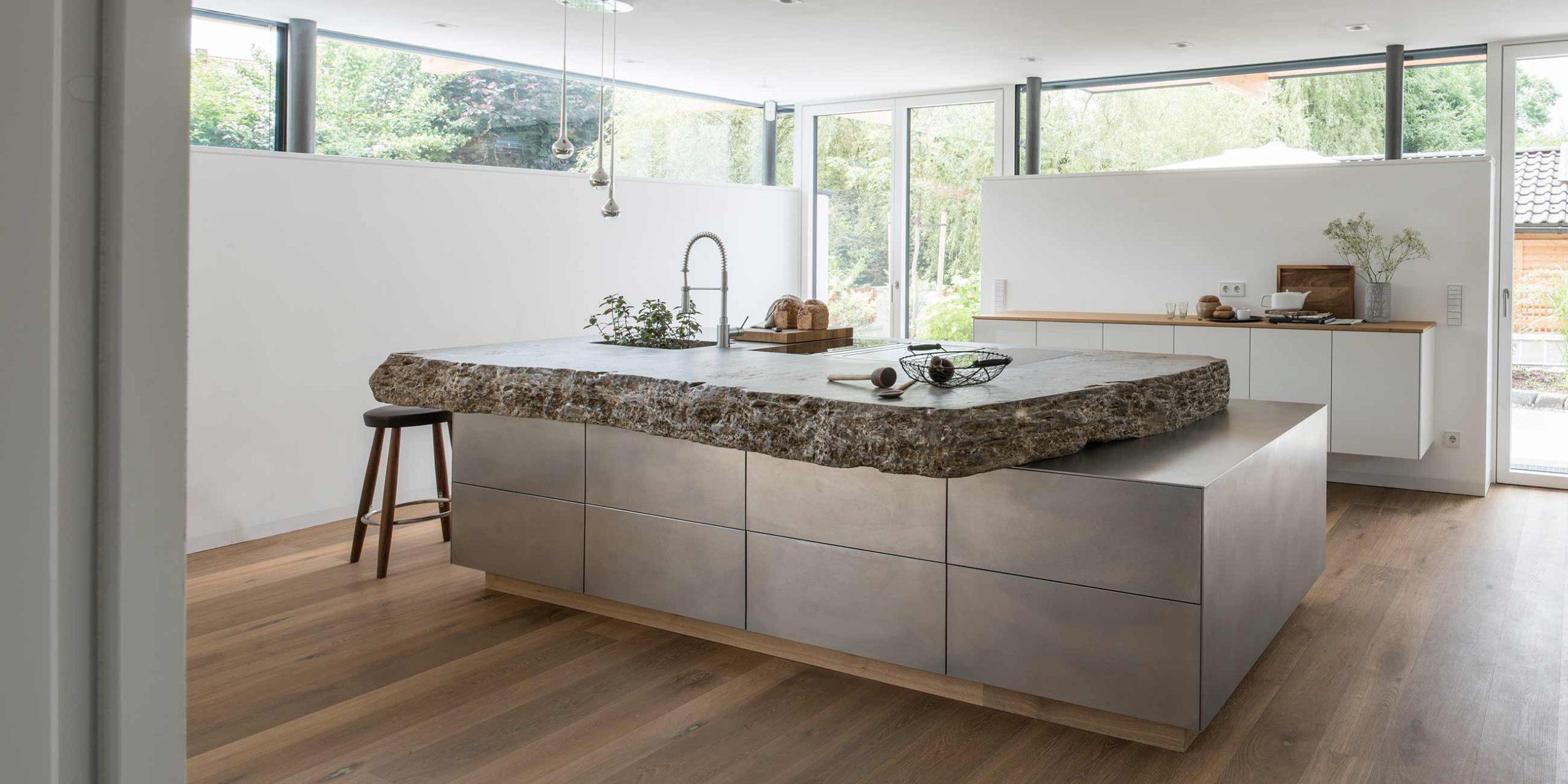 Full Size of Kche Aus Stein Und Stahl Werkhaus Kchen Designkchen Küchen Regal Wohnzimmer Küchen