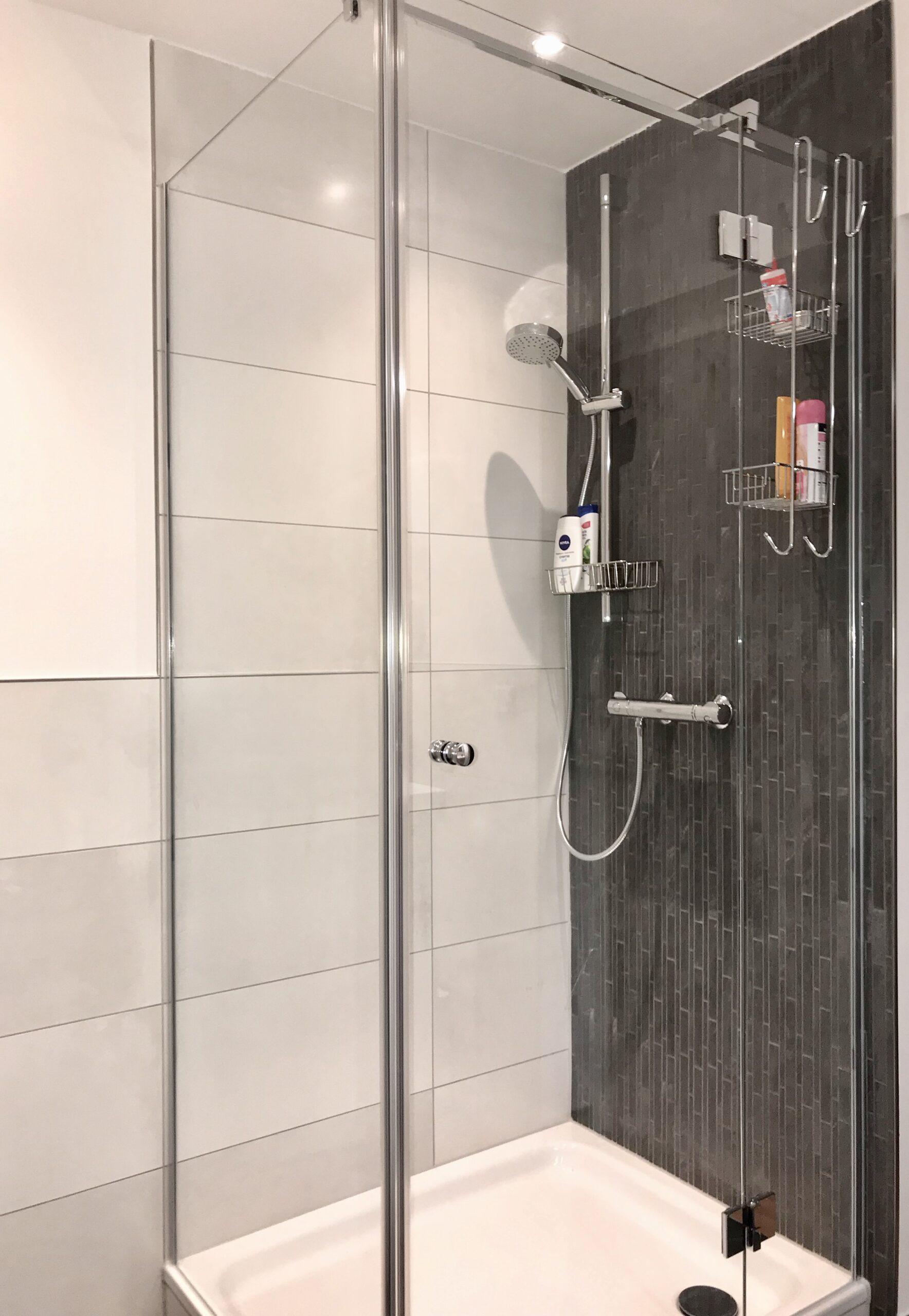 Full Size of Fliesen Dusche Reinigen Hausmittel Schimmel Rutschfeste Naturstein Bad Mosaik Dunkle Versiegeln Rutschfestigkeitsklassen Boden Mit Rutschhemmung Badezimmer Dusche Fliesen Dusche