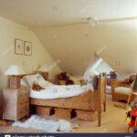 Nachttisch Kinderzimmer Kinderzimmer Aufbewahrung Krbe Unter Kleinen Kiefer Bett Im Kinderzimmer Creme Regal Weiß Regale Sofa