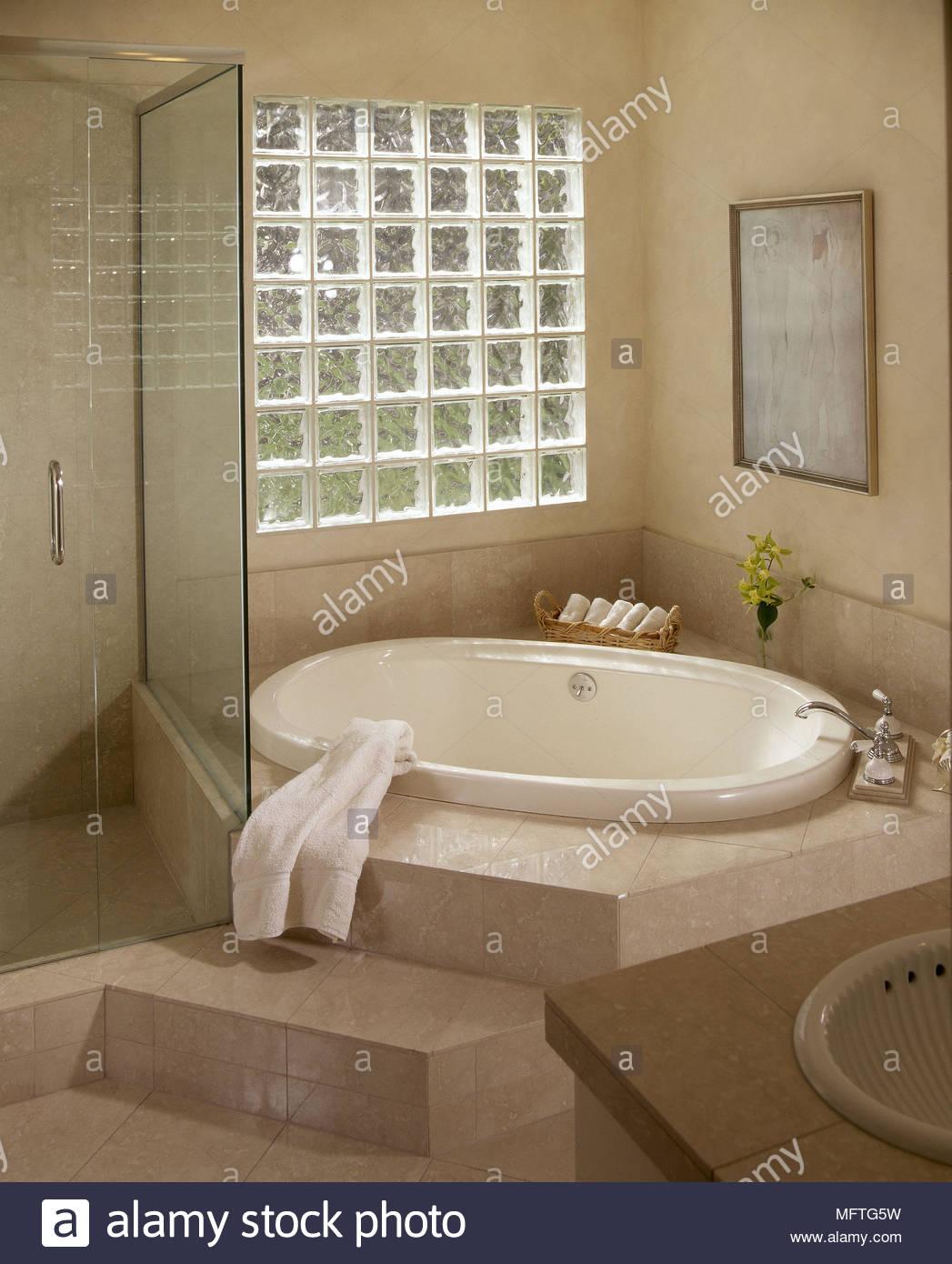 Full Size of Kleine Moderne Duschen Dusche Bilder Ebenerdig Gefliest Gemauert Fliesen Bodengleiche Ohne Begehbare Badezimmer Modernes Eingelassene Badewanne Glasbaustein Dusche Moderne Duschen