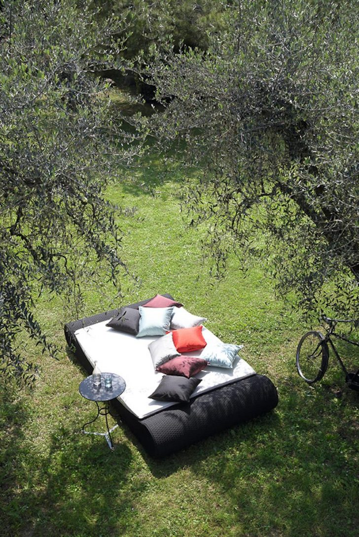 Medium Size of Outdoor Bett Manteau Betty Barclay Parka Flying Beetles Small Pests Better Homes And Gardens Rugs Hund Sectional Bauen Ed Designed By Garden Collection Wohnzimmer Outdoor Bett