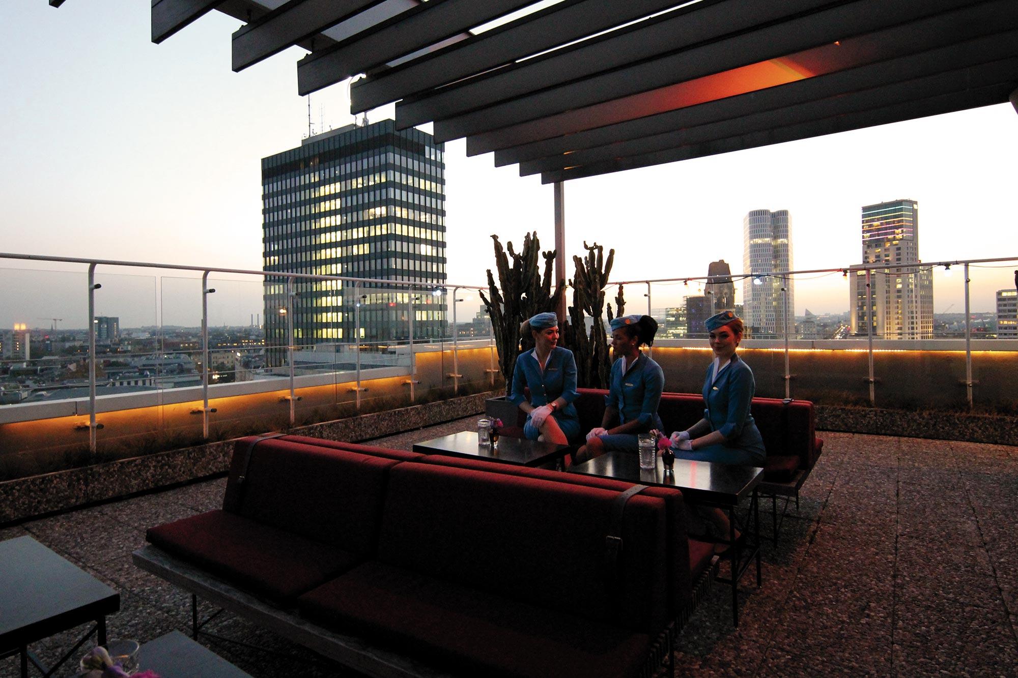 Full Size of Terrassen Lounge Pan Am Berlin Rooftop Terrasse Loungemöbel Garten Holz Set Möbel Günstig Sessel Sofa Wohnzimmer Terrassen Lounge