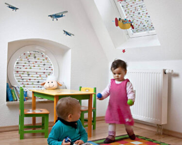 Plissee Kinderzimmer Kinderzimmer Plissee Kinderzimmer Rollos Und Plissees Mit Motiven Regal Fenster Sofa Weiß Regale