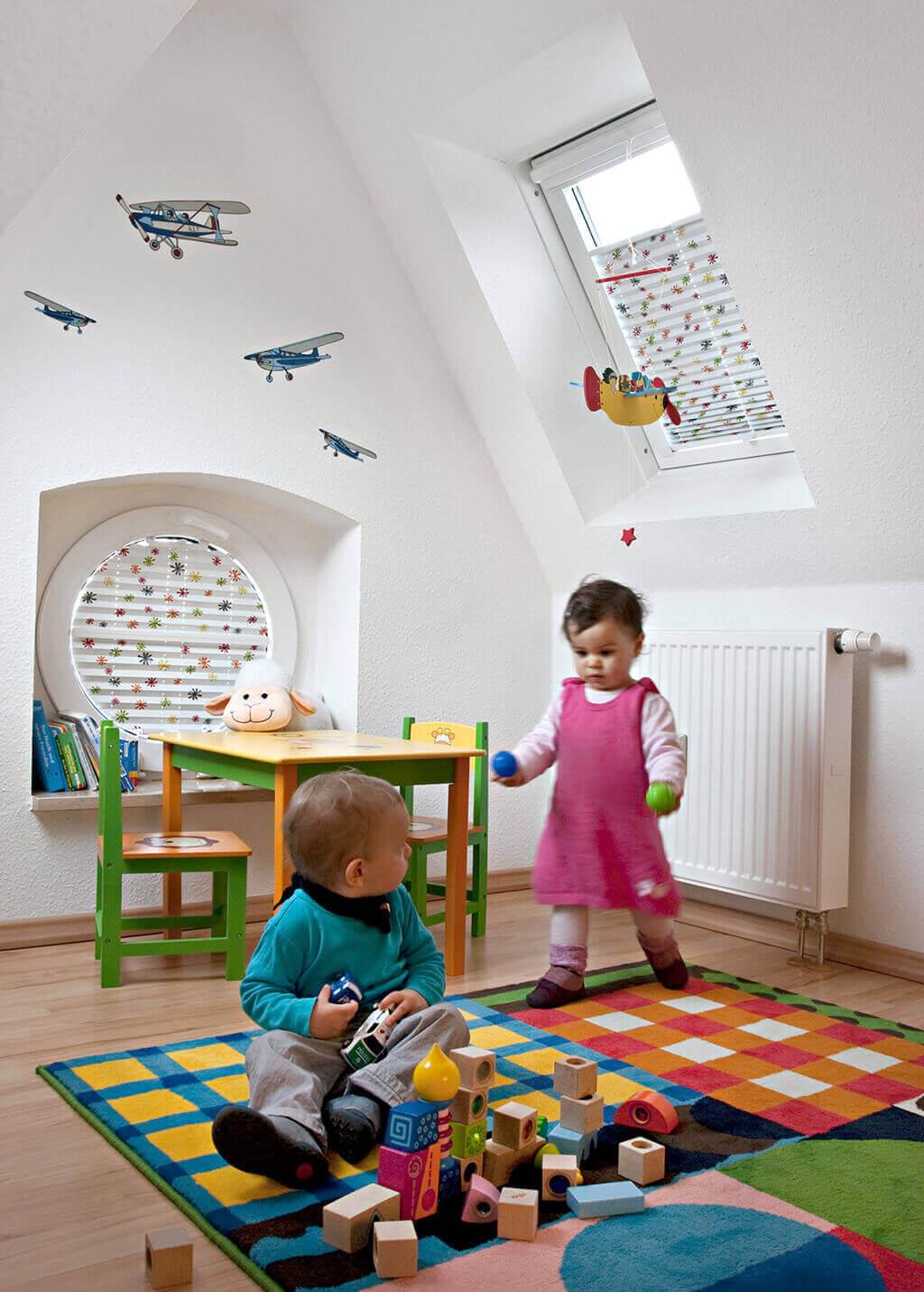 Full Size of Verdunkelung Kinderzimmer Rollos Und Plissees Mit Motiven Fenster Sofa Regal Weiß Regale Kinderzimmer Verdunkelung Kinderzimmer
