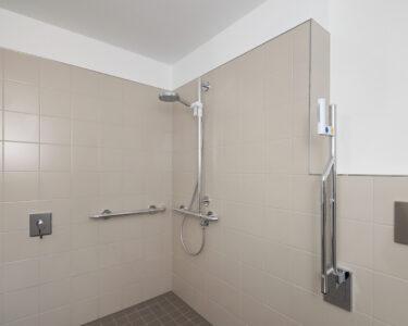 Bodenebene Dusche Dusche Behindertengerechte Dusche Barrierefreie Pflegede Ebenerdig Bodengleiche Fliesen Begehbare Ohne Tür Badewanne Mit Und Ebenerdige Mischbatterie Duschen Grohe