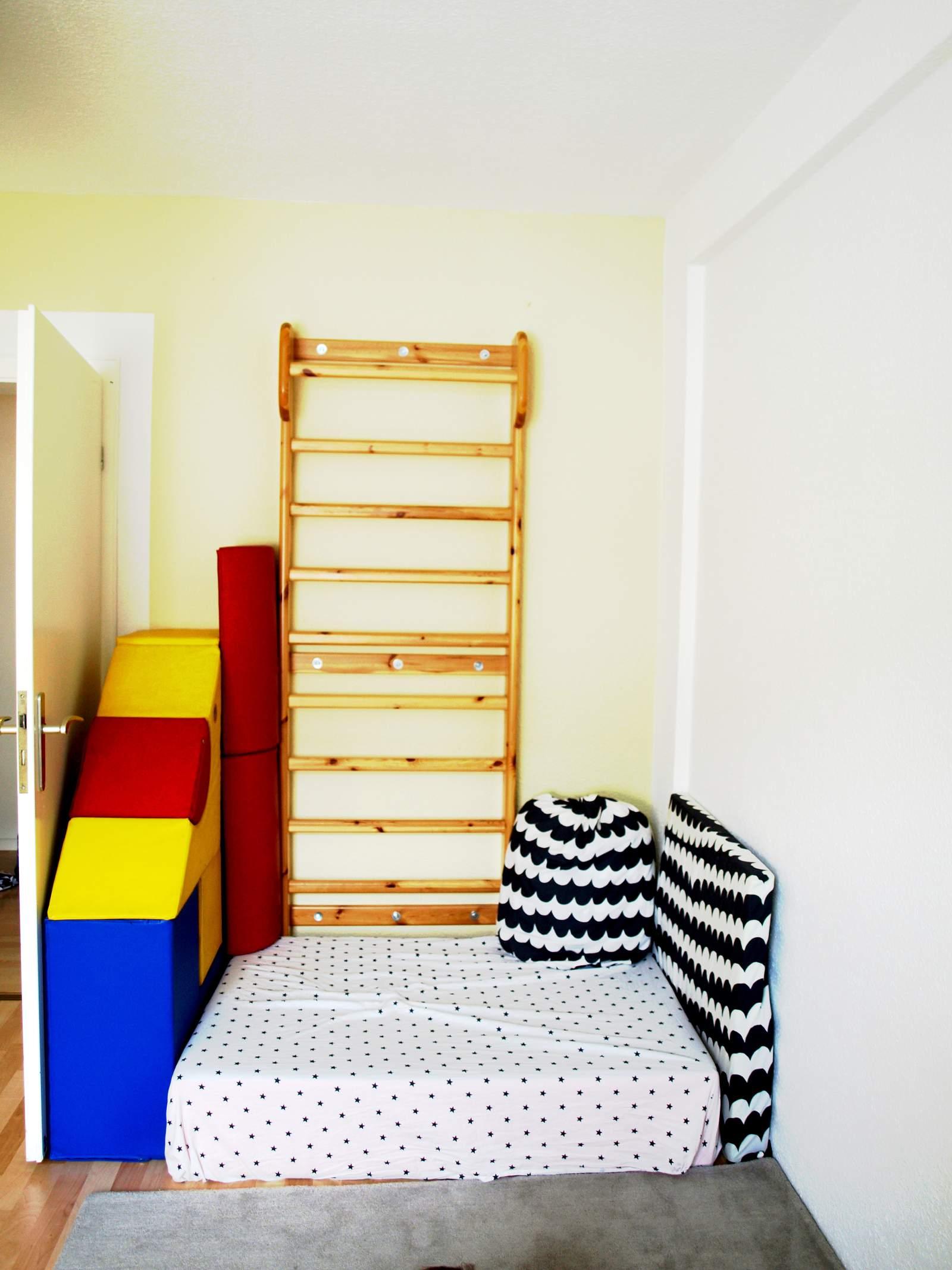 Full Size of Sprossenwand Kinderzimmer Michels Mit 24 Monaten Montessori Blog Regal Regale Weiß Sofa Kinderzimmer Sprossenwand Kinderzimmer