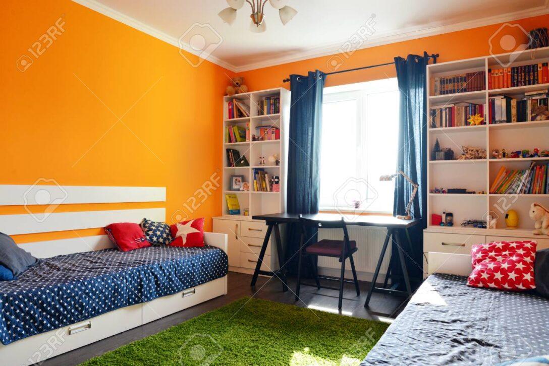 Large Size of Bücherregal In Orange Und Blauen Farben Mit Zwei Betten Regal Sofa Weiß Regale Kinderzimmer Kinderzimmer Bücherregal