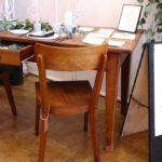 Rustikaler Esstisch Esstische Rustikaler Esstisch Tisch Mit Minimalistischer Papeterie Retro Salon Cologne Und Stühle Weiss Nussbaum Vintage Designer Esstische Industrial Teppich