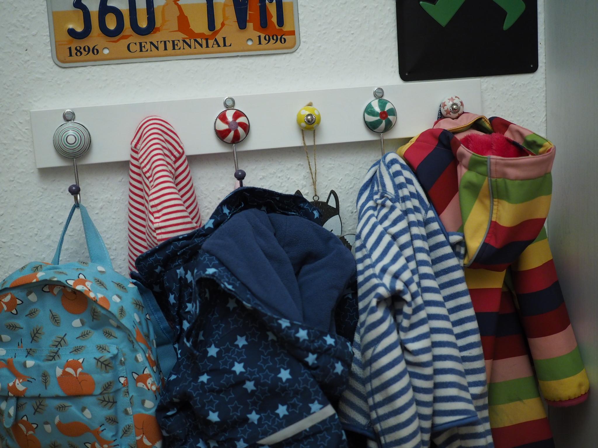 Full Size of Garderobe Kinderzimmer Einfach Und Schnell Selbstgebaut Aus Ikea Brett Sofa Regal Weiß Regale Kinderzimmer Garderobe Kinderzimmer
