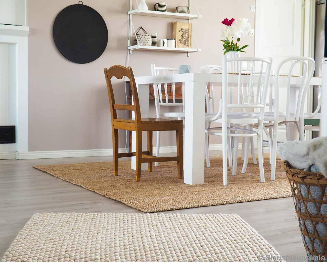 Full Size of Esstisch Teppich Wei Und Off White Filzteppiche Aus Nepal Niedrige Preise Massivholz Weiß Ausziehbar Günstig Ausziehbarer Weißer Stühle Shabby Chic Esstische Esstisch Teppich