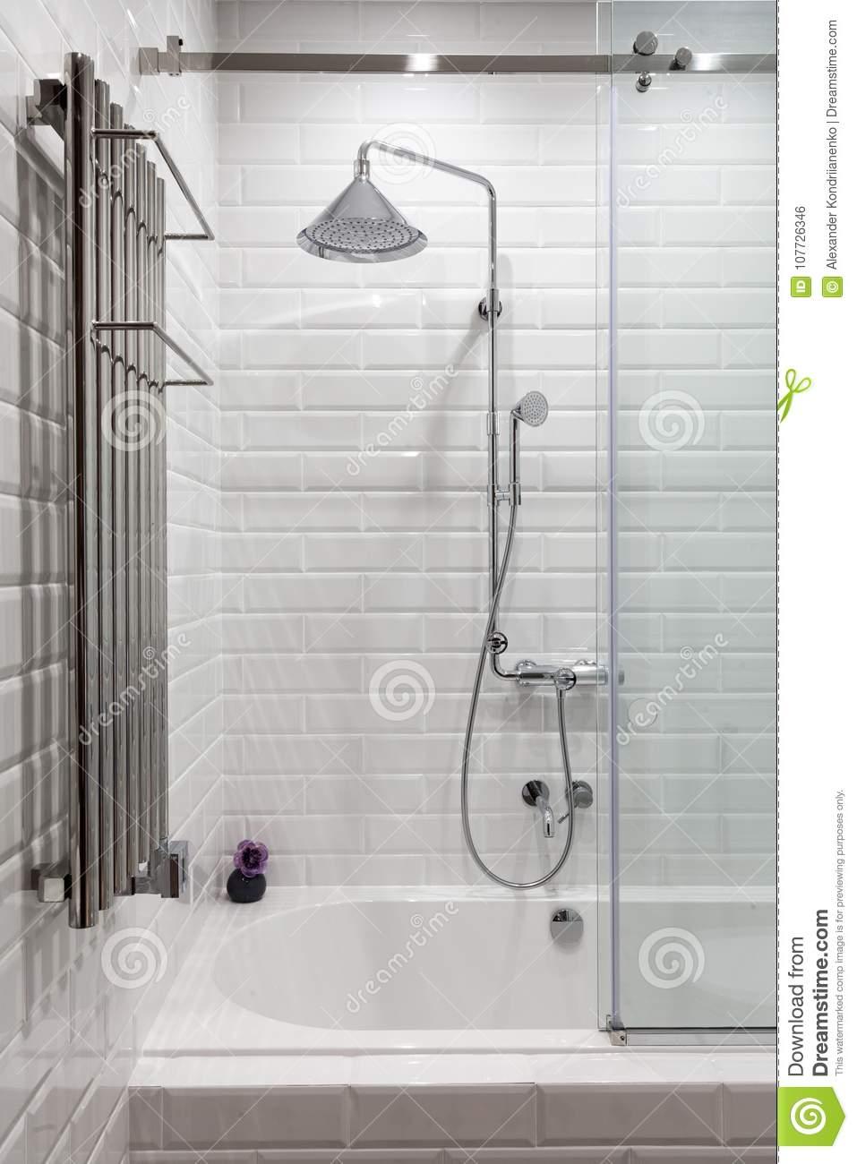 Full Size of Fliesen Für Dusche Helles Mit Neuen Chrome Einbauen Fliesenspiegel Küche Selber Machen Tapeten Holzfliesen Bad Renovieren Ohne Fürs Wohnzimmer Betten Dusche Fliesen Für Dusche