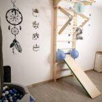 Sprossenwand Im Kinderzimmer Ein Tolles Sofa Regal Weiß Regale Kinderzimmer Sprossenwand Kinderzimmer
