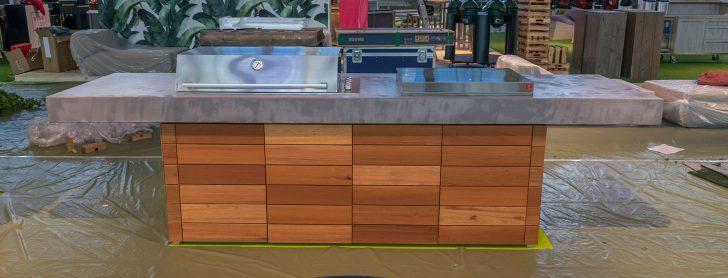 Medium Size of Aussenkueche Grill Beton Holz Outdoor Living Betonboden Gussboden Wasserhähne Küche Landhausküche Grau Vinylboden Eiche Kräutergarten Waschbecken Sitzecke Wohnzimmer Outdoor Küche Beton