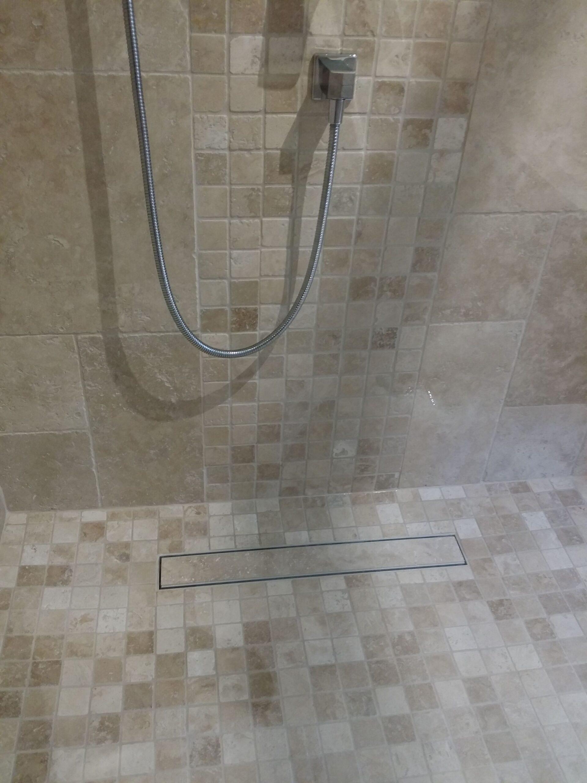 Full Size of Ebenerdige Dusche Travertin Mosaik Fr Nischentür Anal Moderne Duschen Kosten Badewanne Mit Tür Und Wand Bluetooth Lautsprecher Glastür Kleine Bäder Dusche Ebenerdige Dusche
