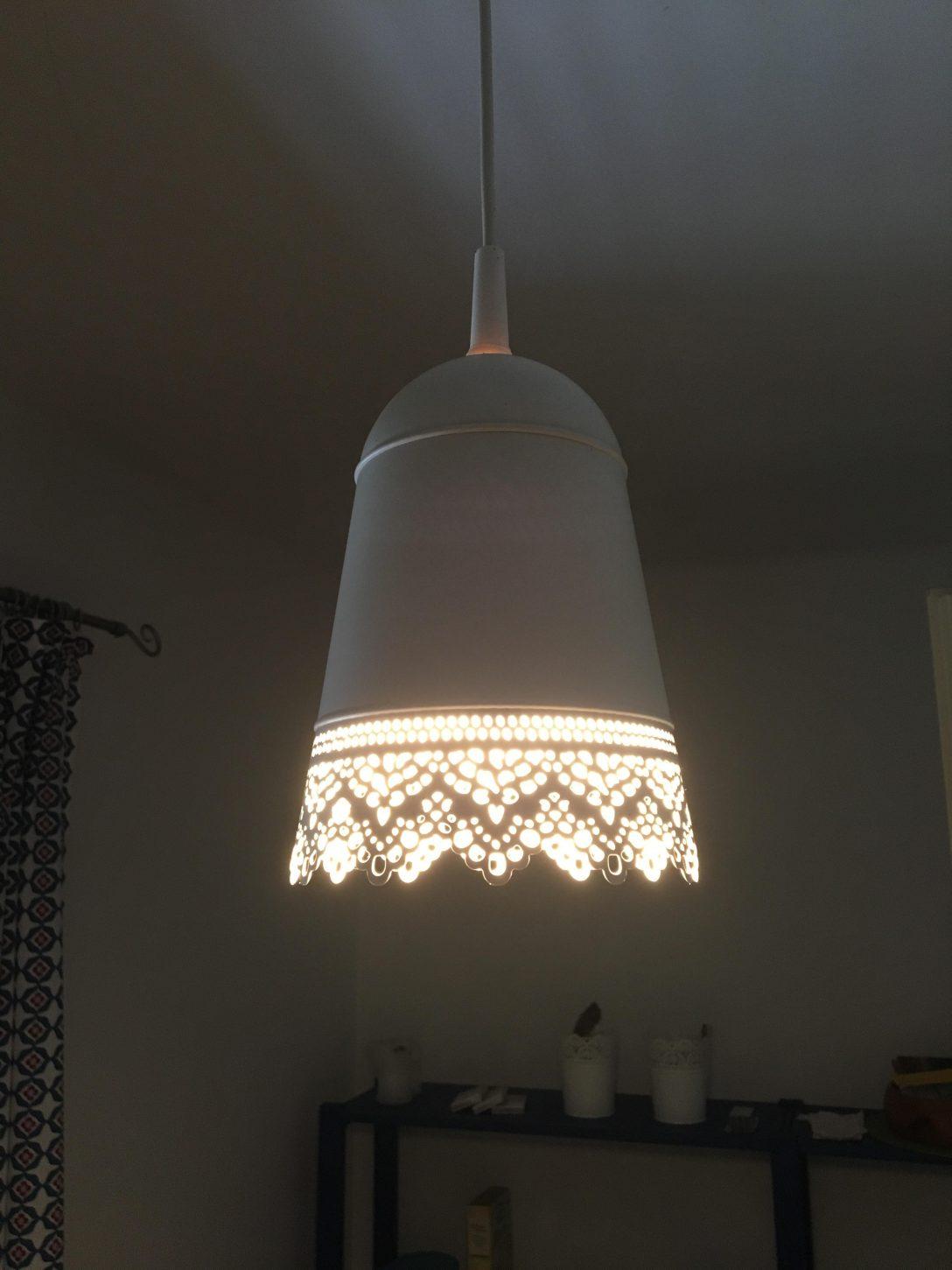 Large Size of Eine Blumenhngeampel Von Ikea Zur Deckenlampe Umgeb Bad Wohnzimmer Deckenlampen Küche Kaufen Miniküche Kosten Modern Sofa Mit Schlaffunktion Betten 160x200 Wohnzimmer Deckenlampe Ikea