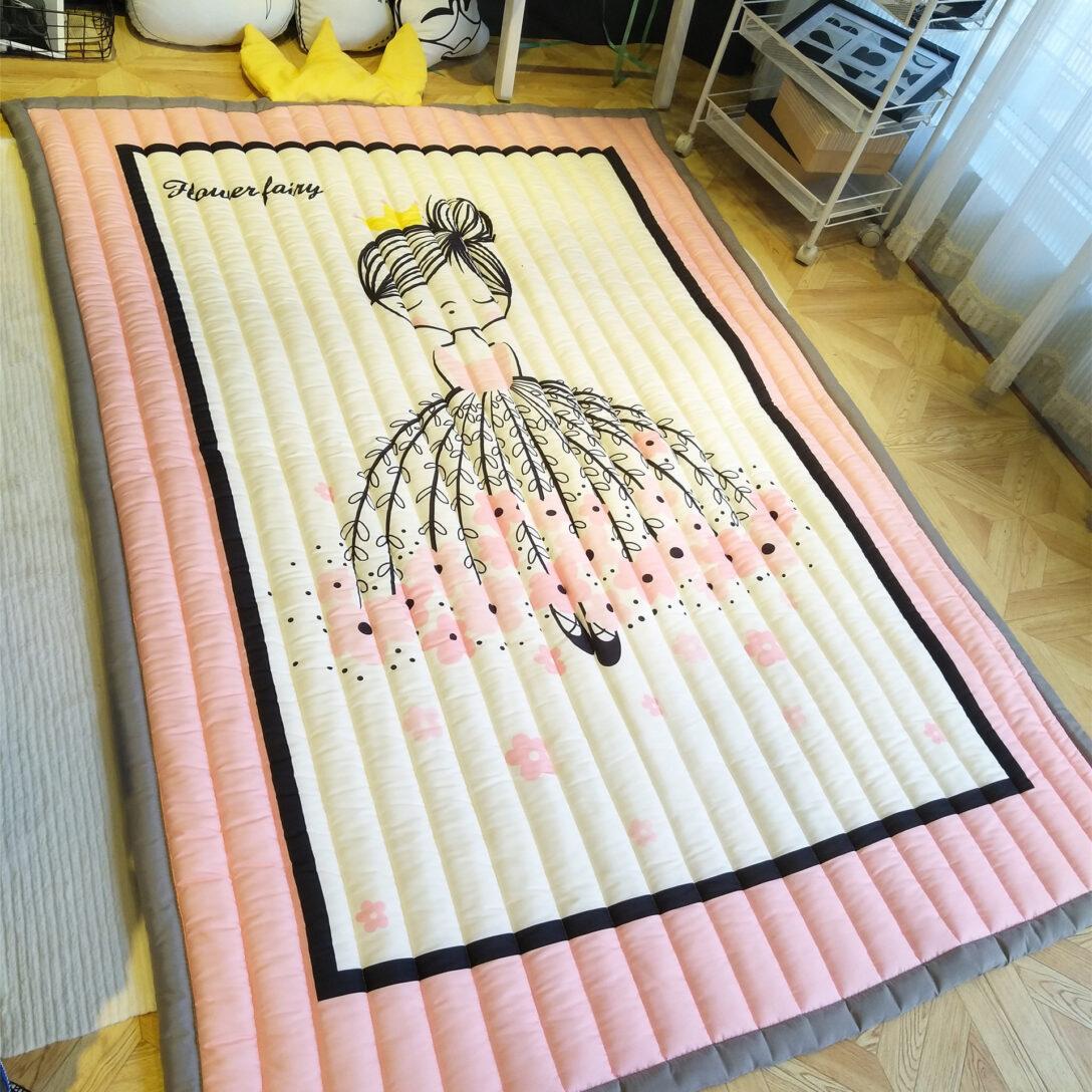 Large Size of Teppiche Cartoon Kind Teppich Spiel Rosa Cute Japanese Regal Weiß Wohnzimmer Sofa Regale Kinderzimmer Kinderzimmer Teppiche