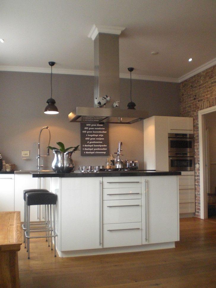 Küche Wandfarbe Stilvolle Kche Grau Zu Weier Kolorat Arbeitsschuhe Einbauküche Kaufen Wandfliesen Abfalleimer L Form Sitzbank Aufbewahrungsbehälter Wohnzimmer Küche Wandfarbe