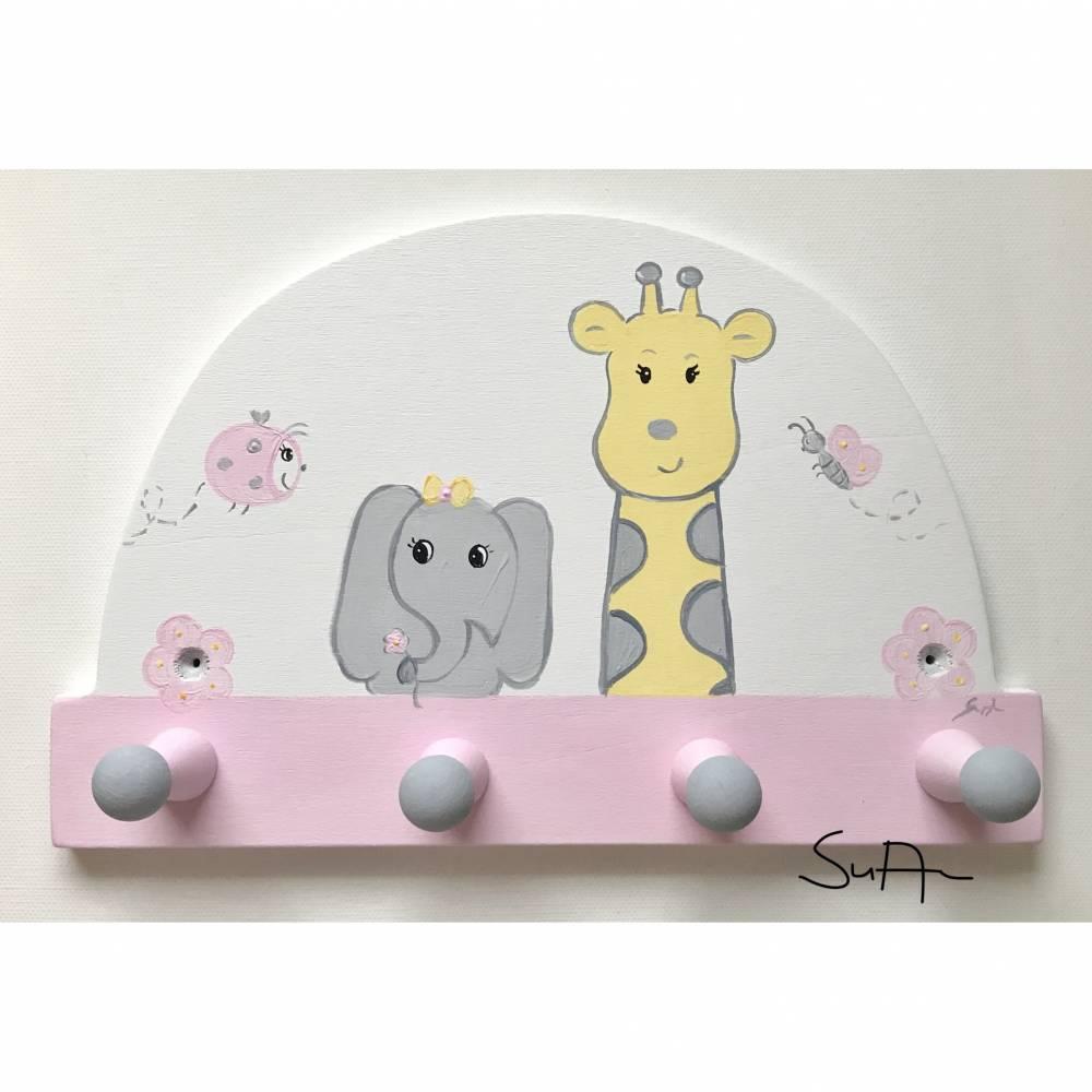 Full Size of Garderobe Kinderzimmer Kindergarderobe Giraffe Und Elefant Sofa Regal Weiß Regale Kinderzimmer Garderobe Kinderzimmer