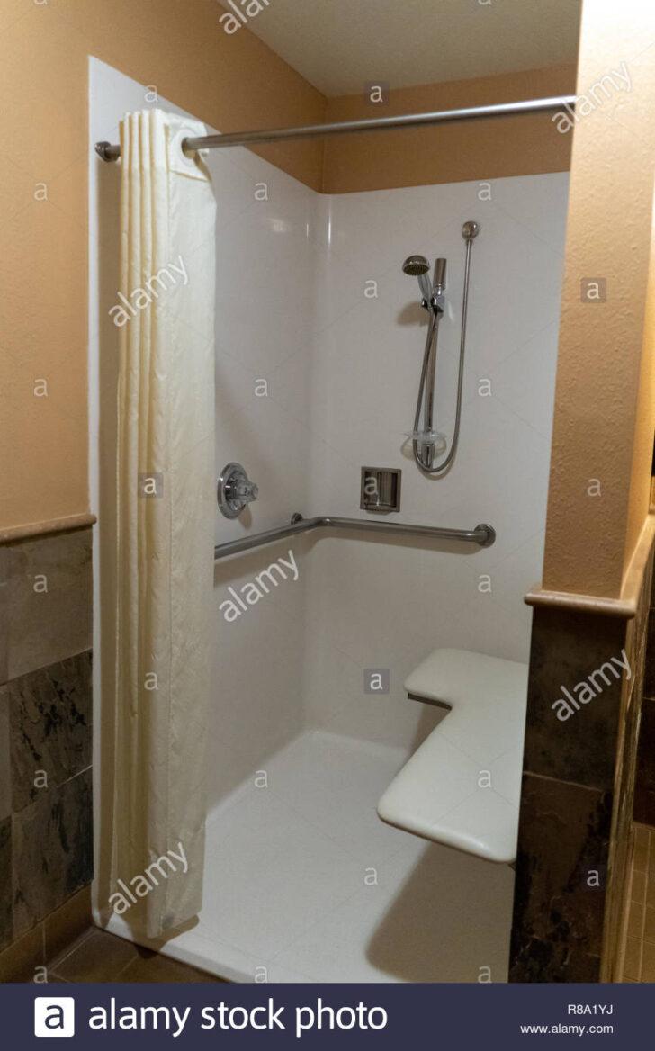 Medium Size of Behindertengerechtes Badezimmer Stockfotos Behindertengerechte Dusche Bluetooth Lautsprecher Hüppe Duschen Bodengleiche Antirutschmatte Ebenerdig Kaufen Dusche Behindertengerechte Dusche
