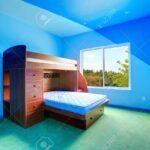 Hochbetten Kinderzimmer Kinderzimmer Hochbetten Helle Blaue Mit Hochbett Holzbett Und Grnen Regale Regal Weiß Sofa
