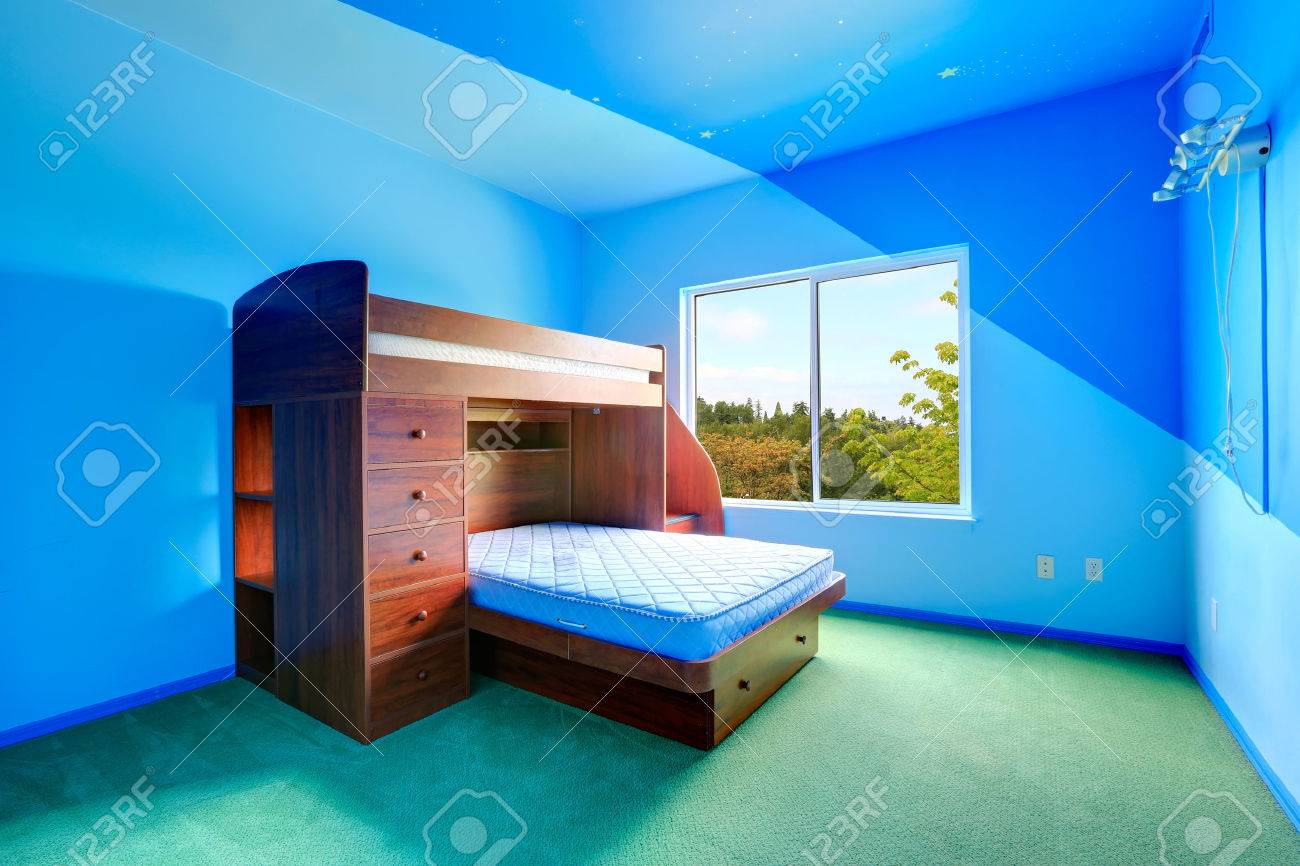 Full Size of Hochbetten Helle Blaue Mit Hochbett Holzbett Und Grnen Regale Regal Weiß Sofa Kinderzimmer Hochbetten Kinderzimmer