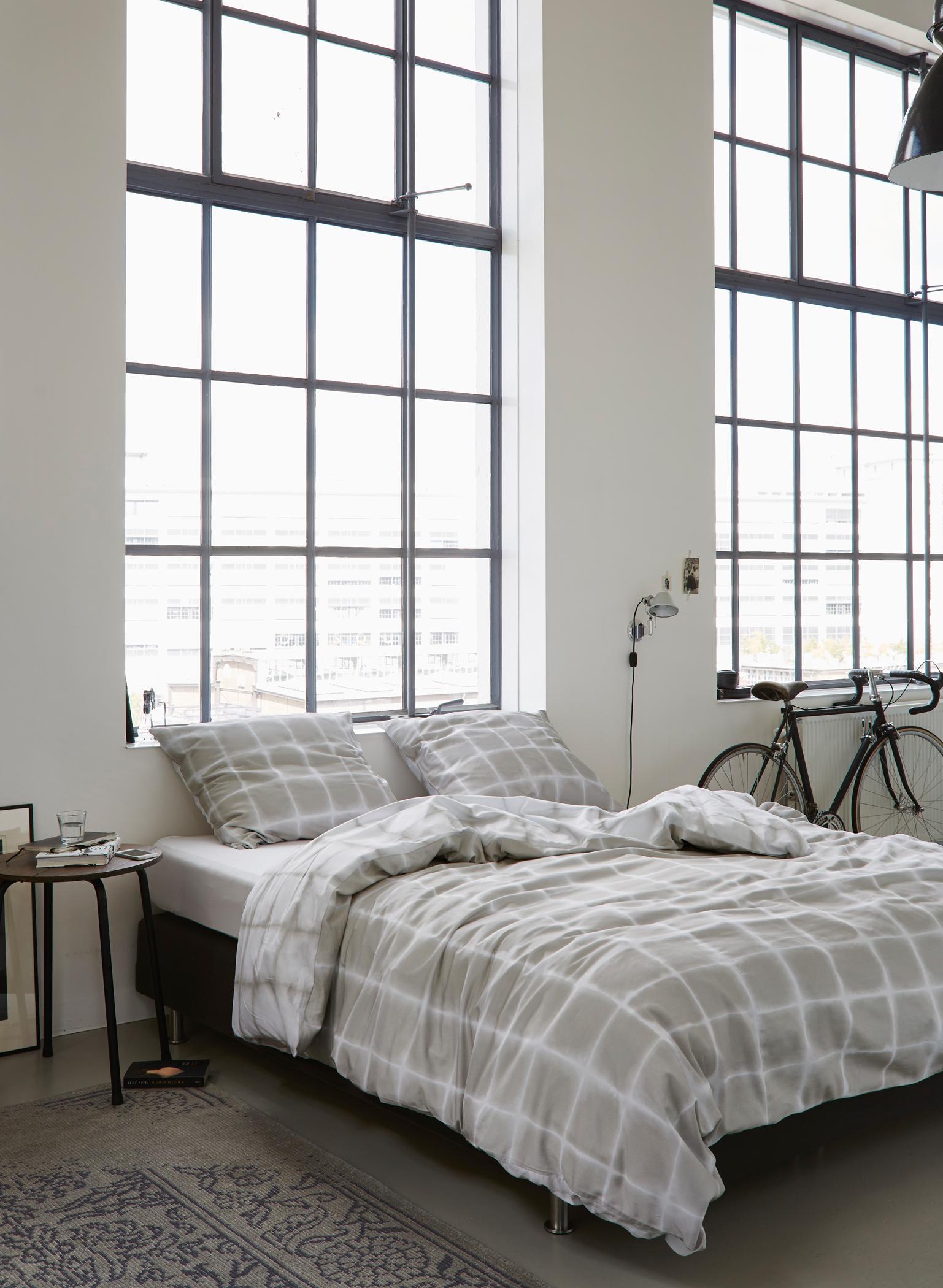 Full Size of Schlafzimmer Gestalten Ruhige Einrichtungsideen Teppich Deckenleuchte Modern Komplett Mit Lattenrost Und Matratze Kommoden Kommode Set Weiss Wiemann Eckschrank Wohnzimmer Schlafzimmer Gestalten