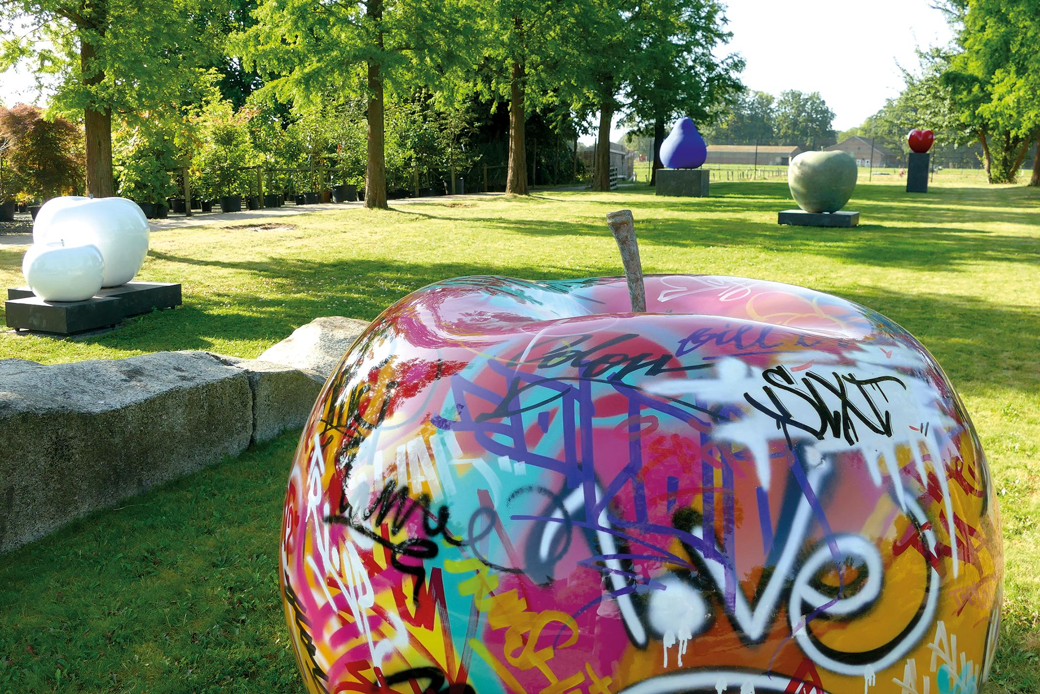 Full Size of Skulptur Garten 400 Kilo Schwerer Bronzeapfel Einzigartige Ausstellung Bewässerung Automatisch Tisch Holzhäuser Essgruppe Bewässerungssystem Relaxsessel Wohnzimmer Skulptur Garten
